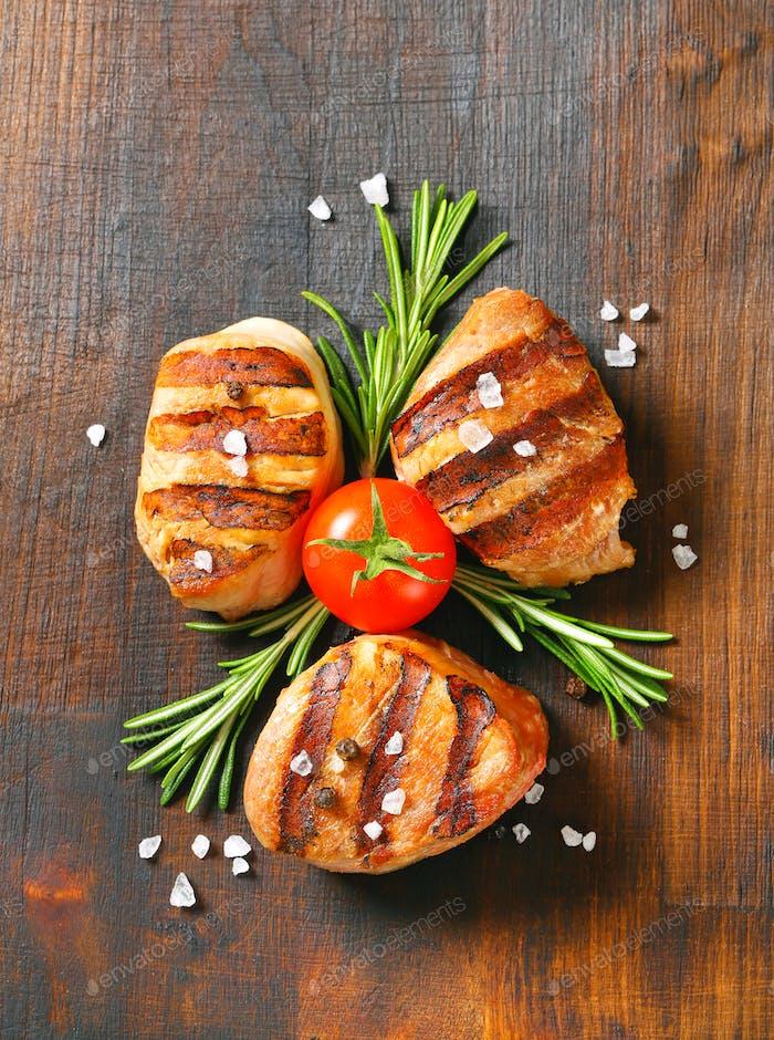 Grilled pork medallions on wood