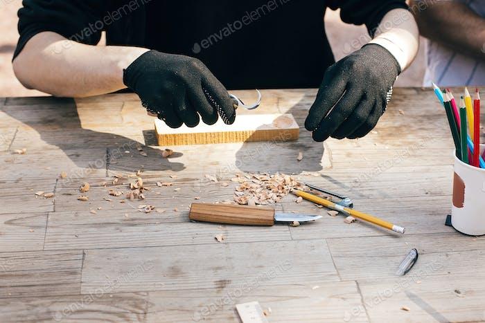 Hände Schnitzlöffel aus Holz