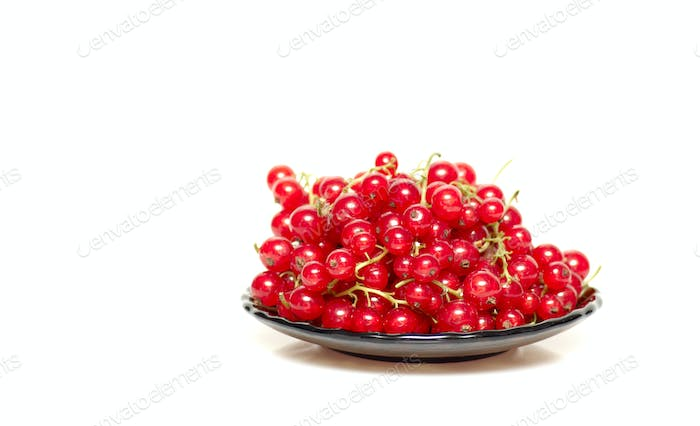 Tasty and juicy currants in brown saucer.