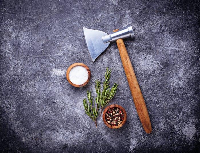 Metzgeraxt für Fleisch und Gewürze.