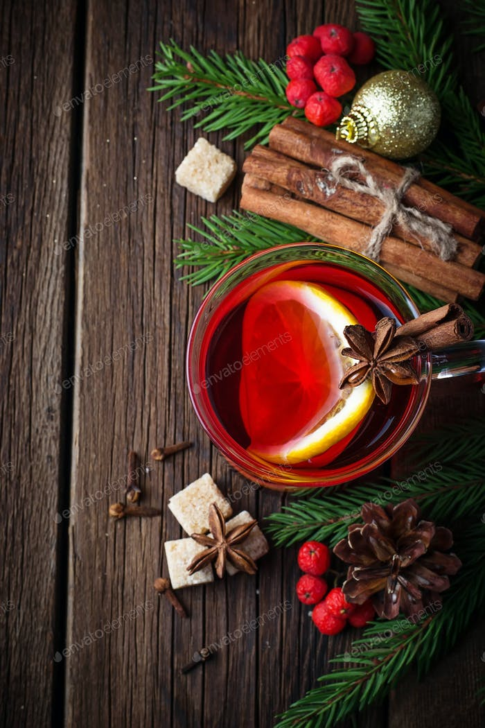 Hot mulled wine with orange, anise and cinnamon