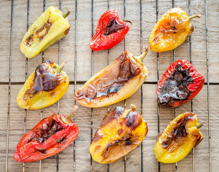Grilled bell peppers on the rack