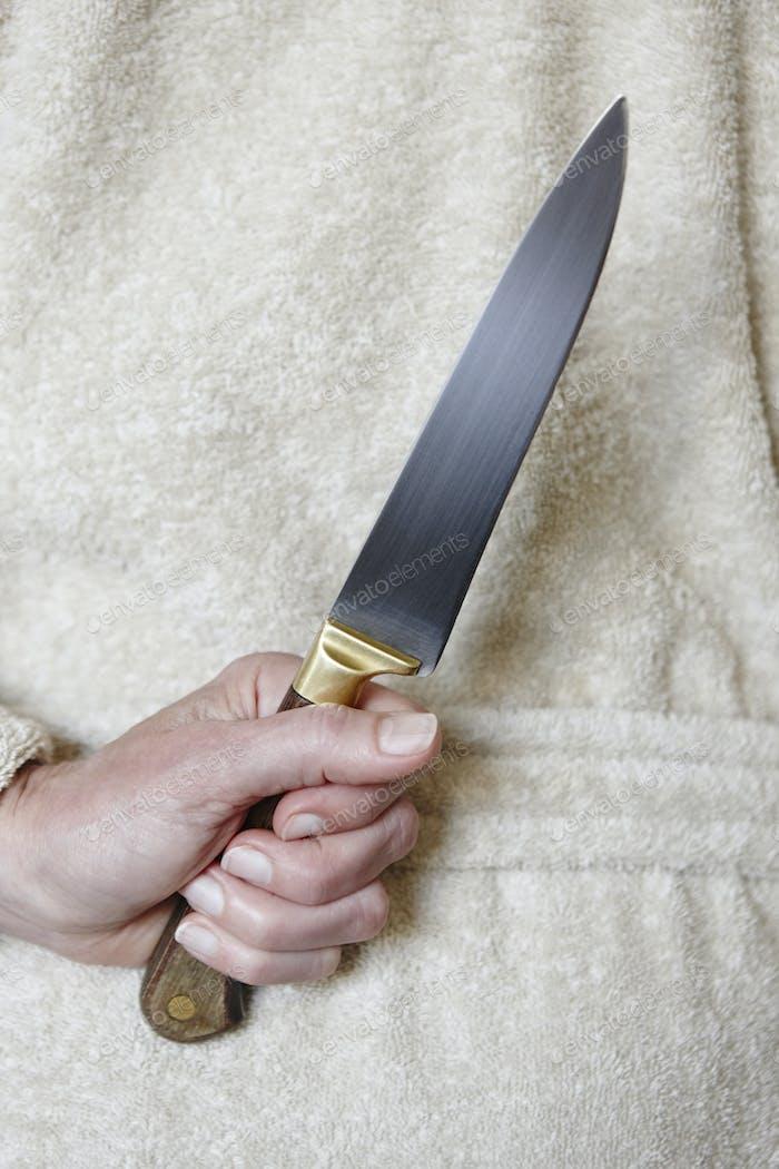 Killer-Frau mit einem Messer. Gewalt Aggression. Krimineller Mörder. Assassine