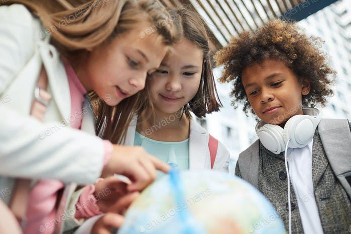 Children interested by geography