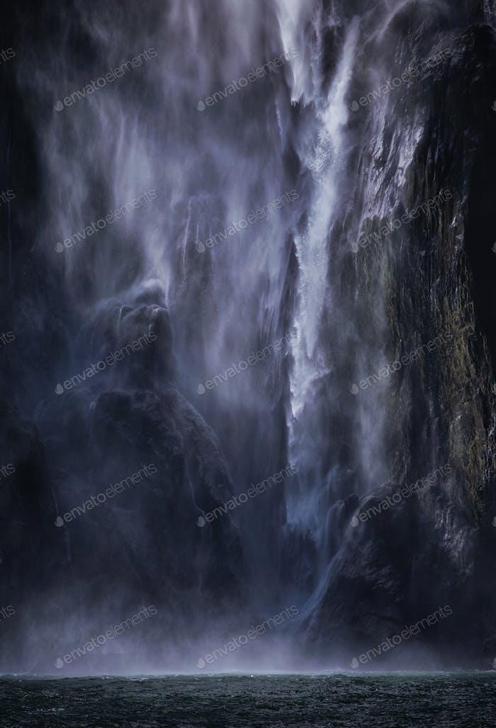 Powerfall waterfall of Milford