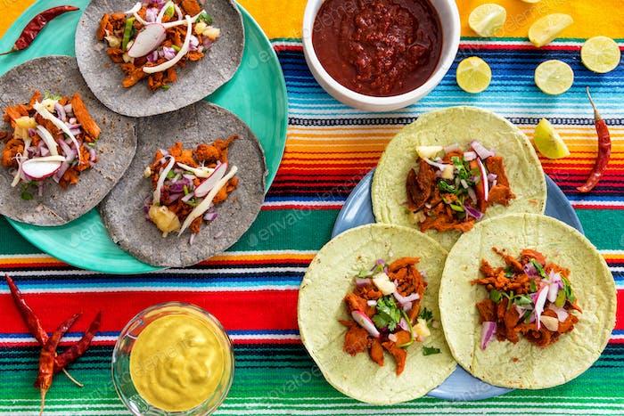 Mexikanisches Essen auf dem Tisch
