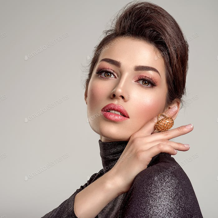 Beautiful young fashion woman with living coral lipstick.