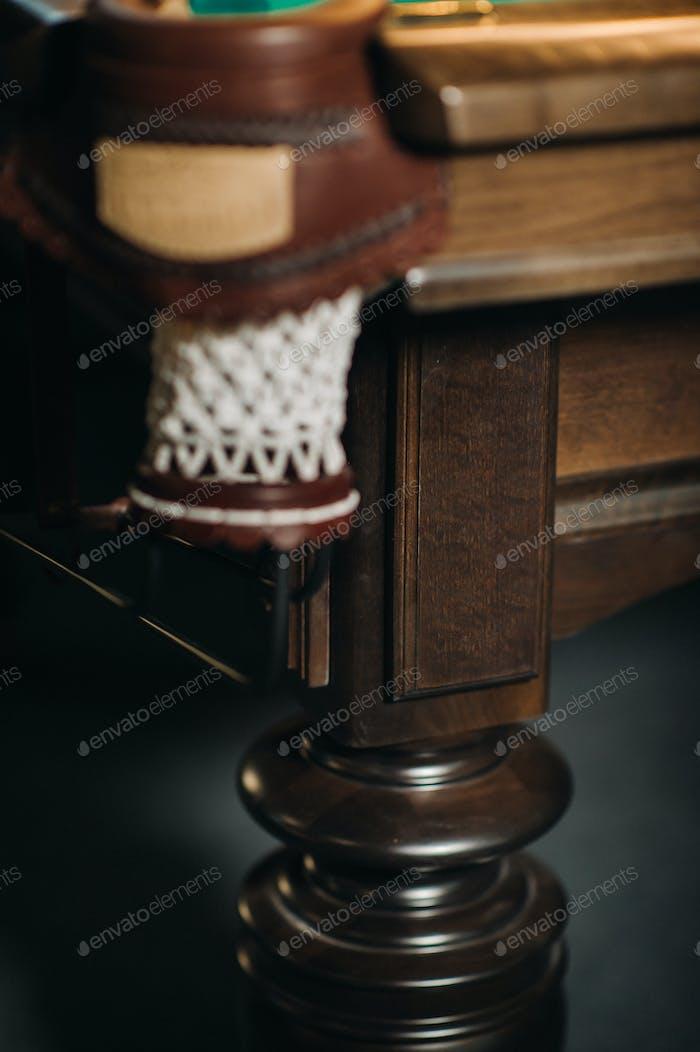 Leder Billardloch und Tischbein in einem Billardclub