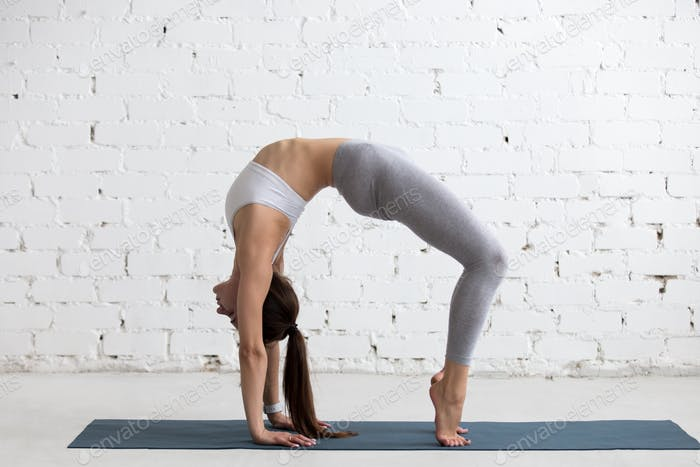 Yoga drinnen: Brücke Pose