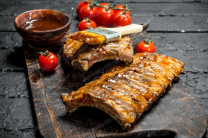Grilled ribs with sauce.