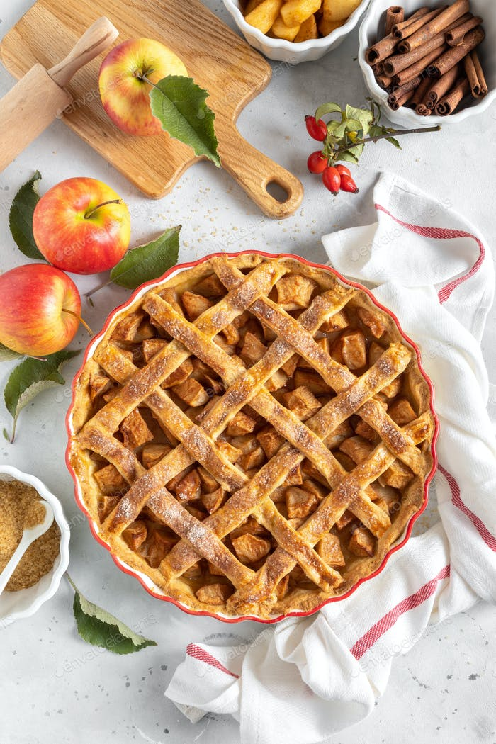 Apple pie. Traditional american apple pie with fresh apples and cinnamon