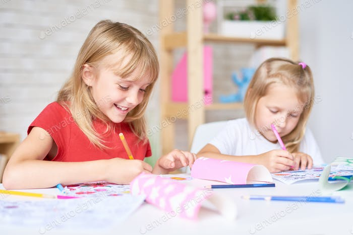 Little Participants of Drawing Class