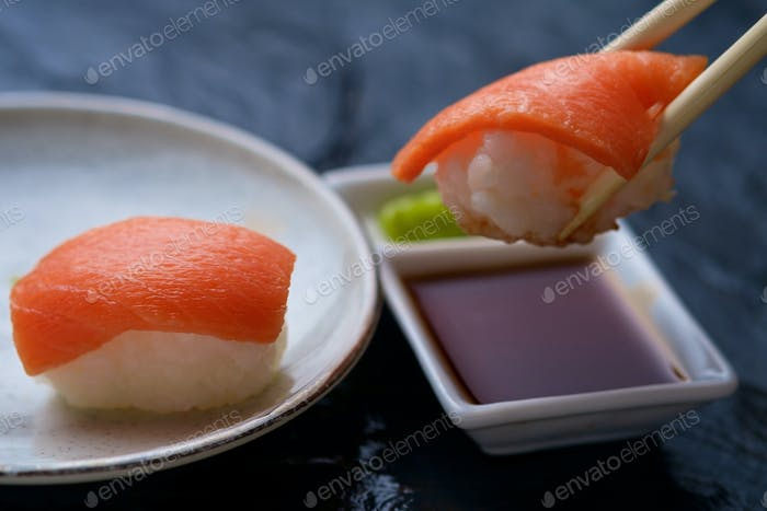 Lachs-Sushi-Dipping-Sauce