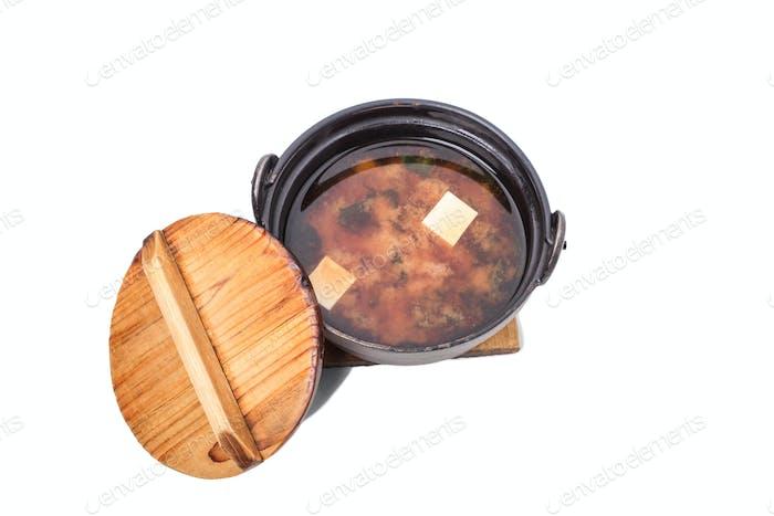 Köstliche Gemüsesuppe mit Tofu.