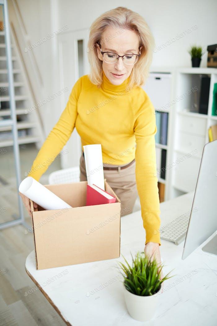Geschäftsfrau kündigen Job