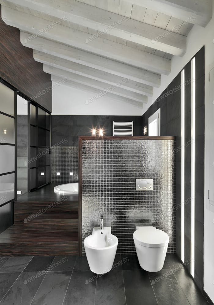 Innenräume des modernen Badezimmers