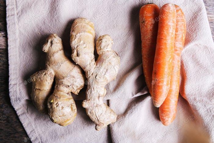 Karotten und Ingwerwurzel