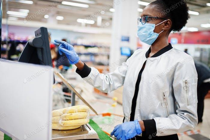 Compras en supermercado durante el brote de pandemia de coronavirus