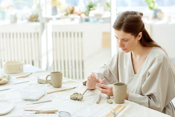 Making ceramic mugs