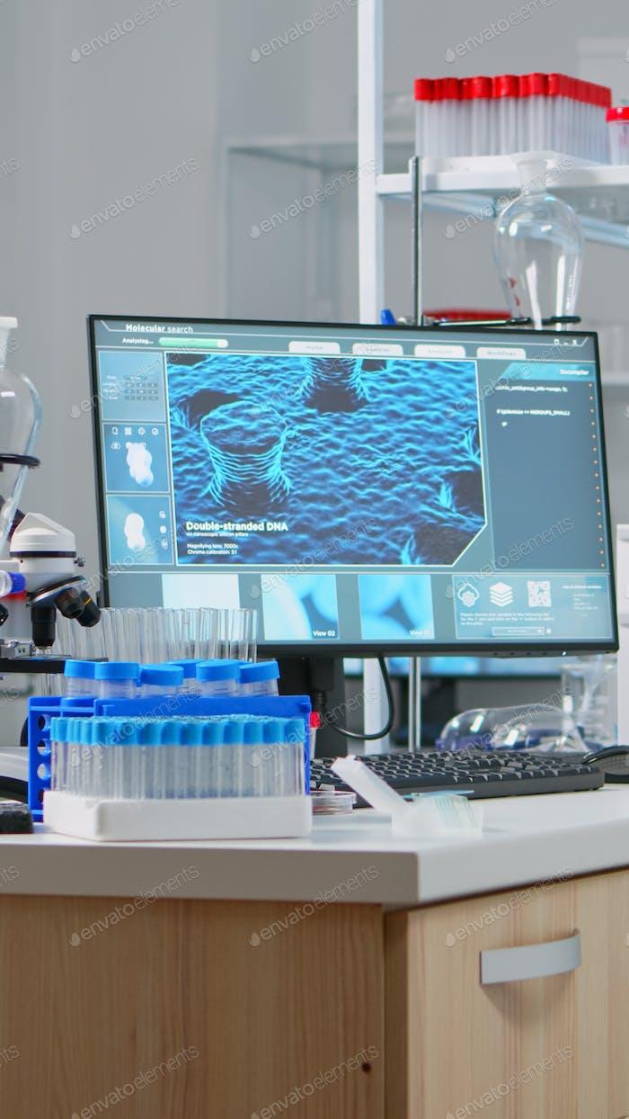 Laboratorio químico con nadie en él modernamente equipado