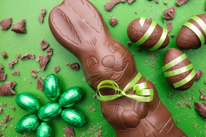 Köstliche Osterschokolade Hase, Eier und Süßigkeiten