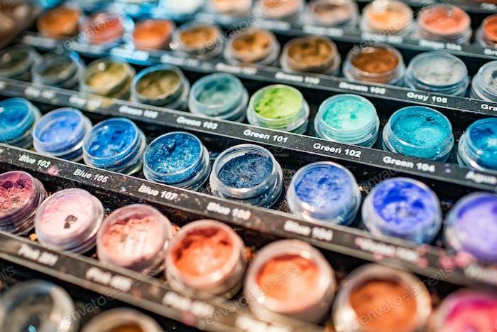 Zusammensetzung von Acrylpulver verschiedene Farben für Nägel Nahaufnahme
