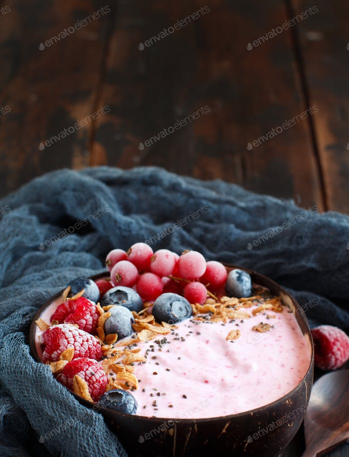 Wild berries smoothie bowl