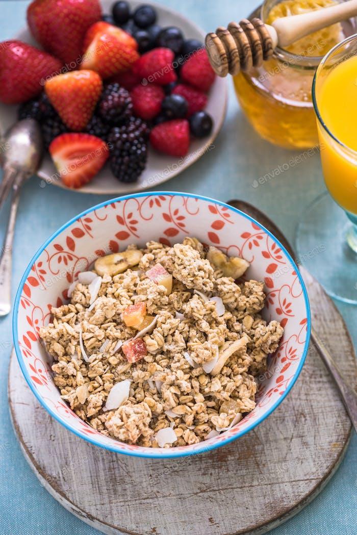 Frühstücksschale mit Müsli