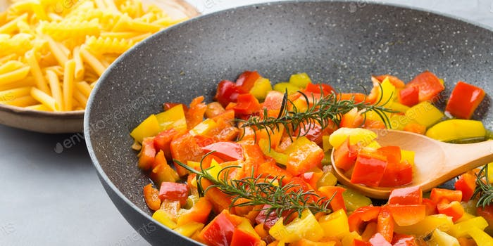 Cooking bell peppers as sauce for pasta