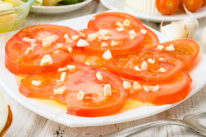 tomato sliced; with garlic oil and other ingredients