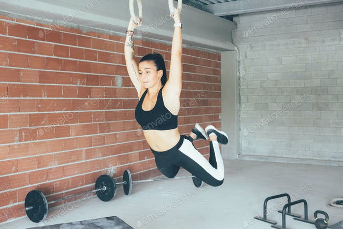 Fitness_woman_doing_deep_rings_exercise