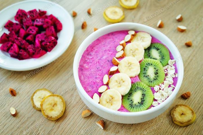 Pitaya banana smoothie bowl