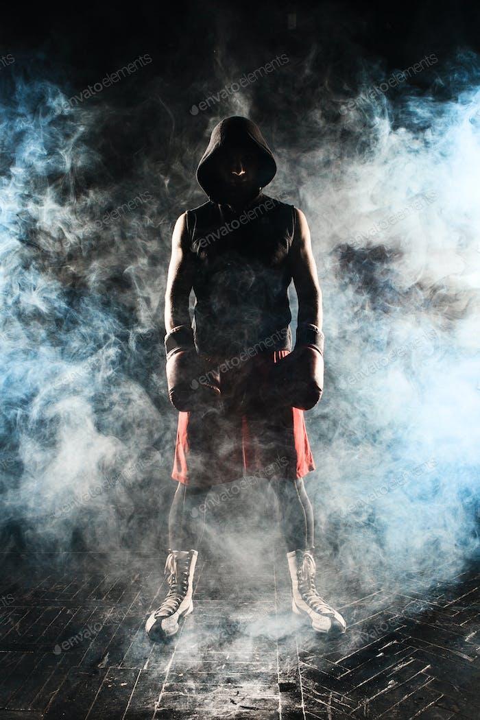 El Hombre kickboxing
