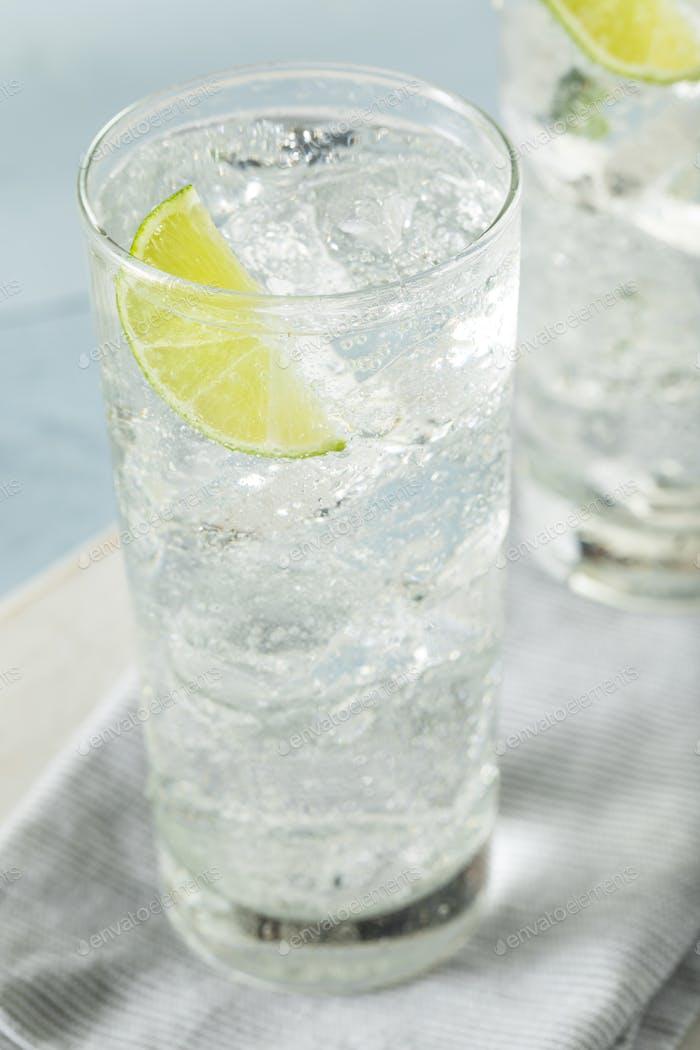 Erfrischendes hartes Mineralwasser