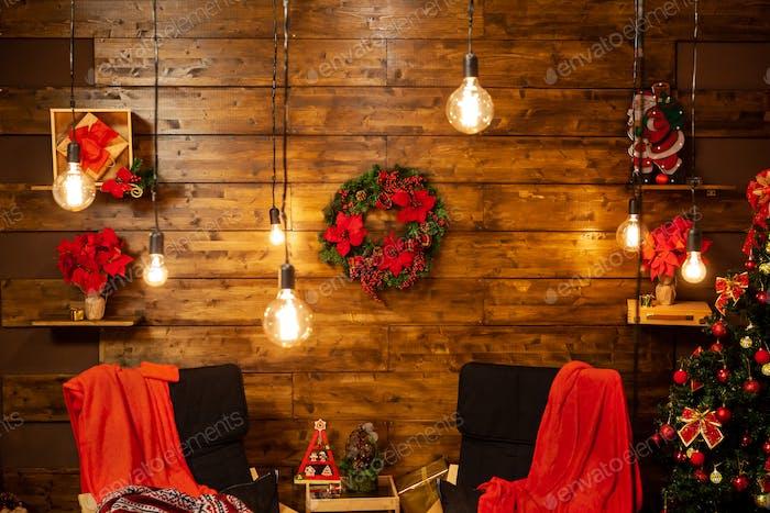 Warten auf die Weihnachtsgeschichte in diesem gemütlichen Sitzen