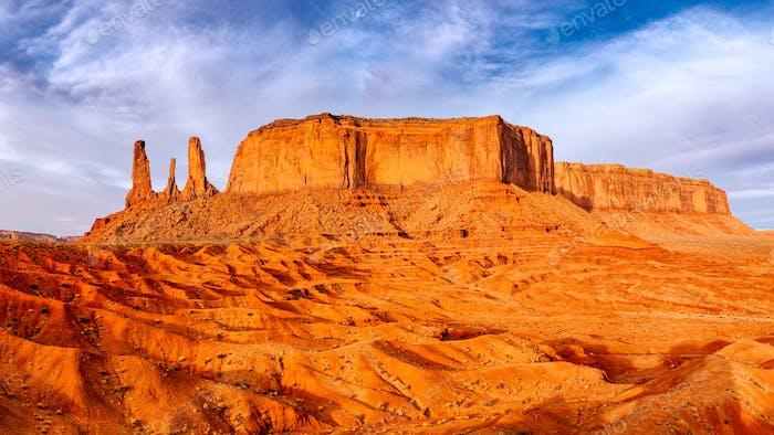 Monument Tallandschaftsansicht mit Felsformationen und strukturiertem Vordergrund