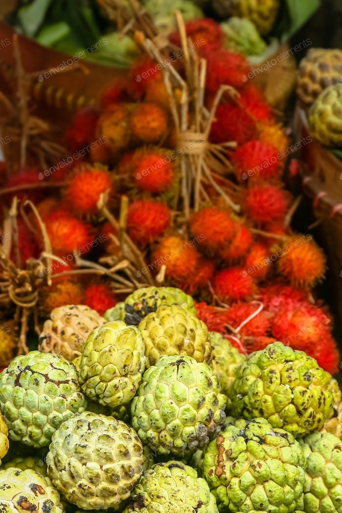 Einzigartige tropische Früchte zum Verkauf