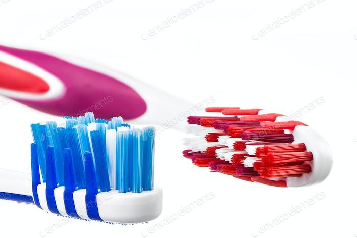Zwei Zahnbürstenköpfe