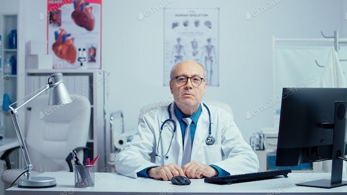 Senior medic online consultation