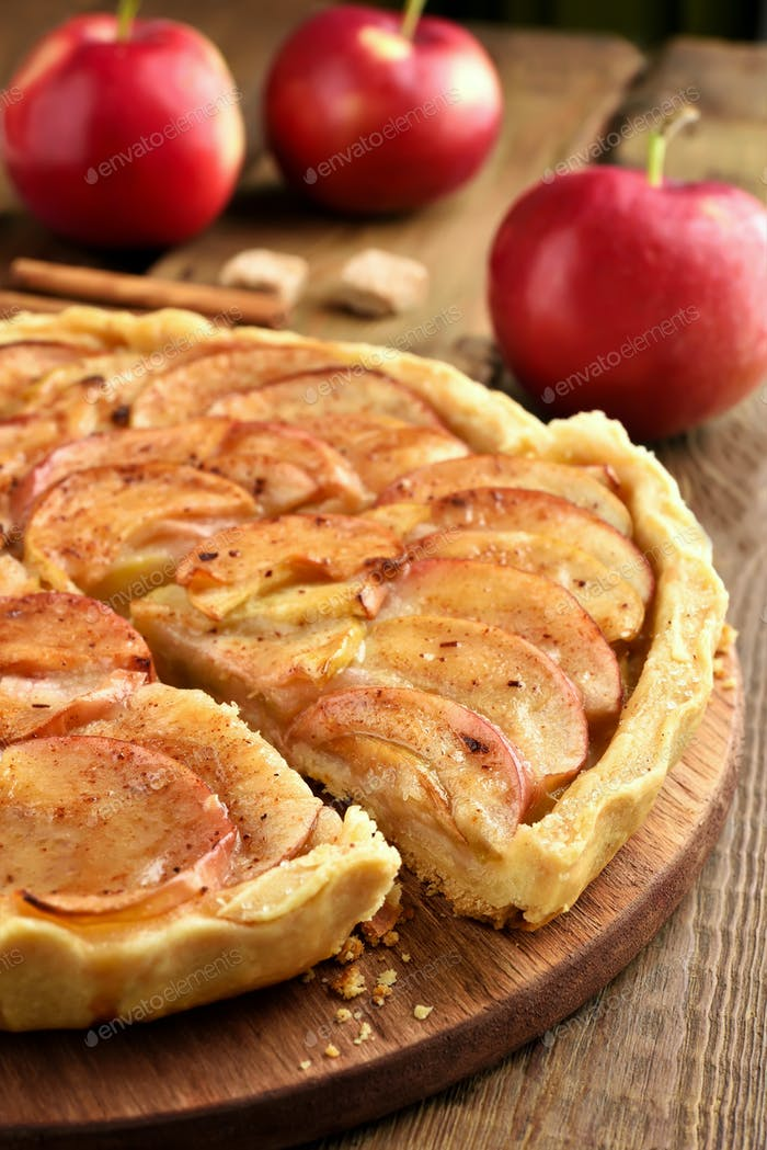 Pie with red apples