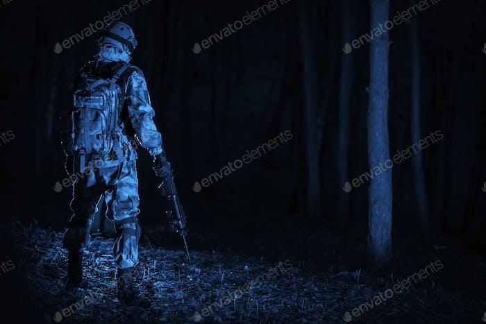 Militäroperation bei Nacht