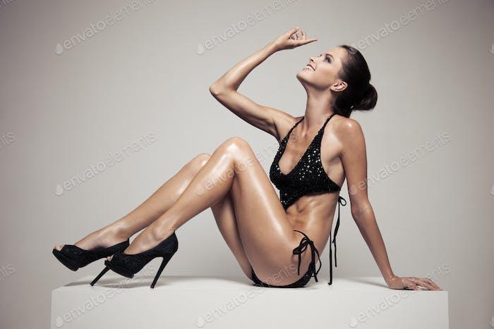 Porträt von stilvollen Schöne Frau mit Glamour Make-up