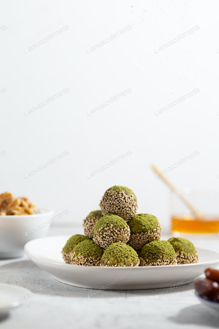 No bake matcha energy bites