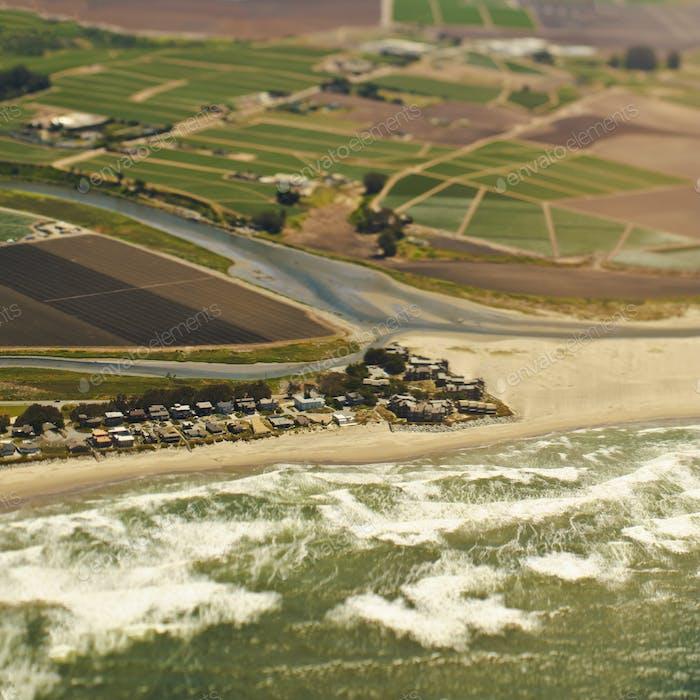 Luftaufnahme einer KüstenCommunity