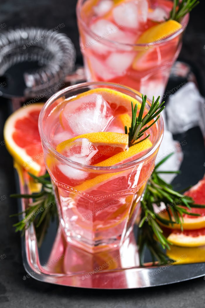Grapefruit and fresh rosemary gin cocktail with juice