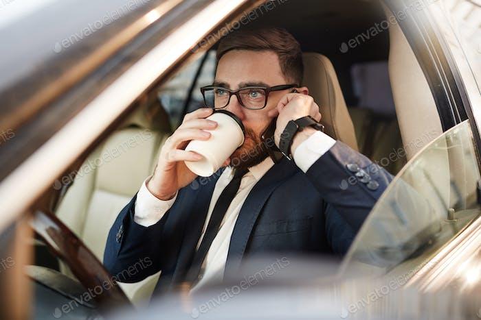 Pausa para café en el coche