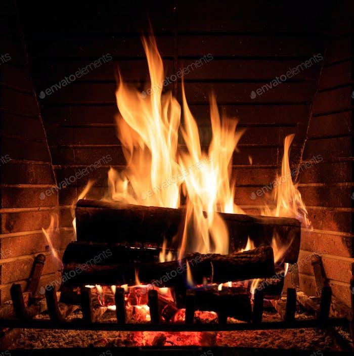 Kamin Brennholz Holzscheite, gemütliche warme Haus Weihnachtszeit