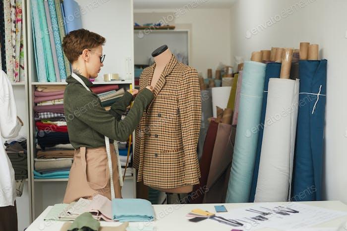 Дизайнер пошив куртки