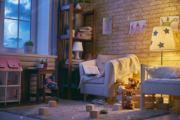 Интерьер красочной детской спальни