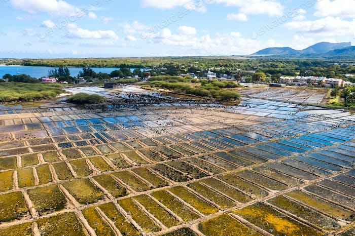 Die Salzgewinnung auf der Insel Mauritius im Indischen Ozean